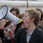 Demonstrationstag_25_Gustav_Nipe_Piratpartiet_Skriker
